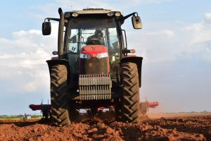 Louis van der Walt's MF 6713 R tractor has been adapted to fit perfectly between the rows of his potato fields without touching the high banks.